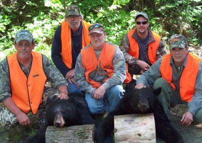 chasse-ours-noir-groupe-succes-pourvoirie-menjo