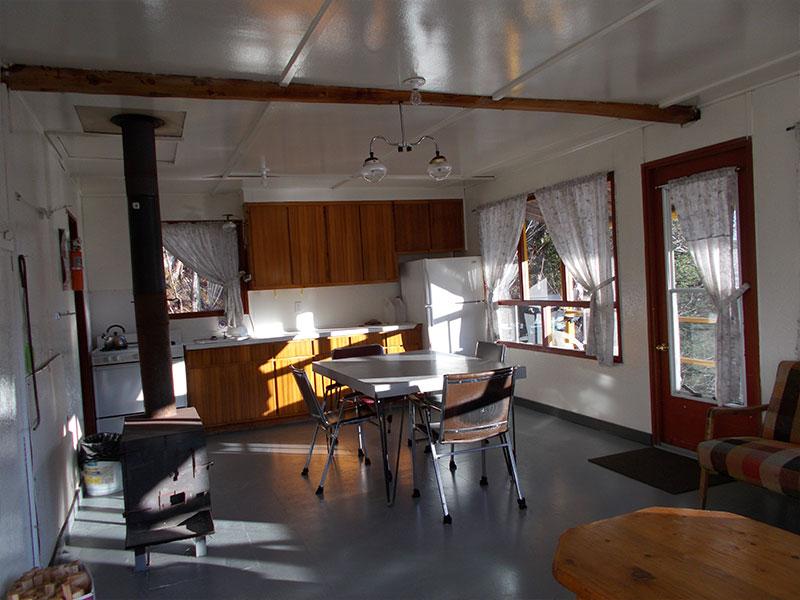 chalet-5-vue-cuisine-Pourvoirie-Menjo