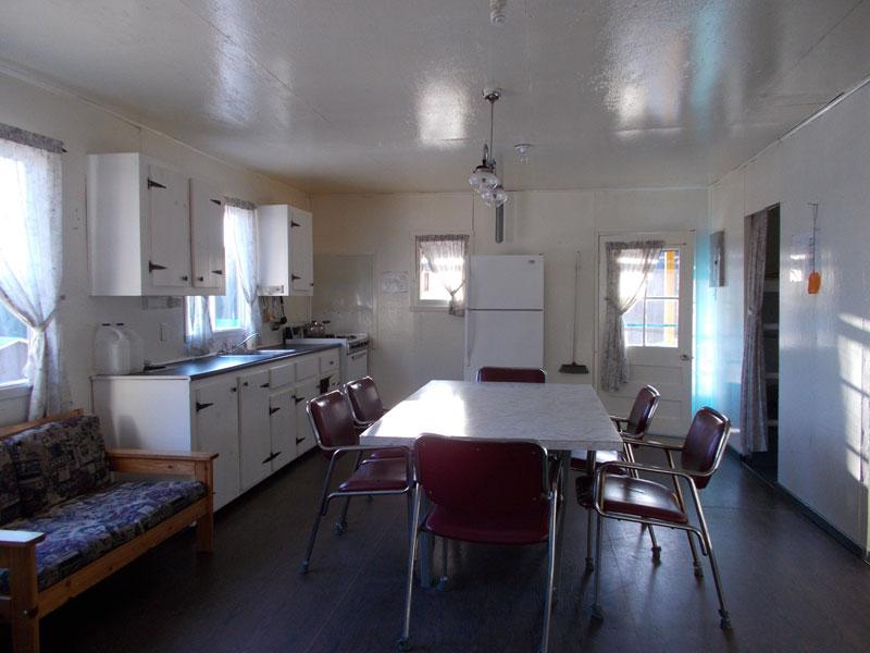 chalet2-cuisine-interieur-pourvoirie-menjo